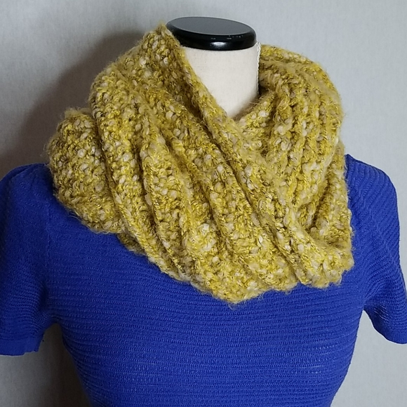 American Eagle Outfitters Chunky Infinity Scarf